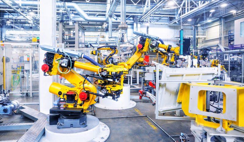 El reto de la industria del automóvil: liderar el uso de robots y evitar los hackeos